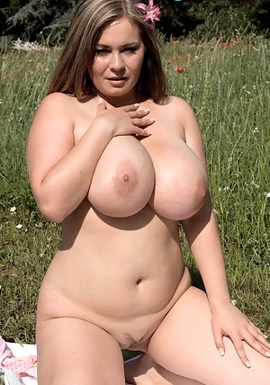 Big Boobs Trimmed Pussy Porn Pictures