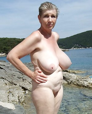 Big Boobs Beach Porn Pictures